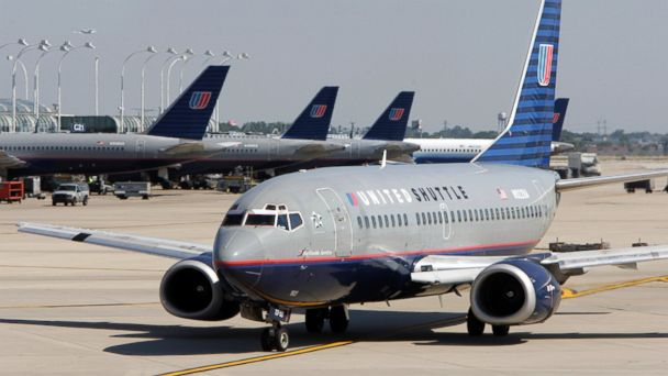 http://a.abcnews.com/images/US/GTY-United-Airlines-MEM-170123_16x9_608.jpg