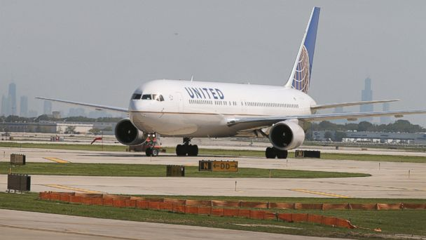 PHOTO: A United Airlines jet taxis at O'Hare International Airport, on Sept. 19, 2014, in Chicago.