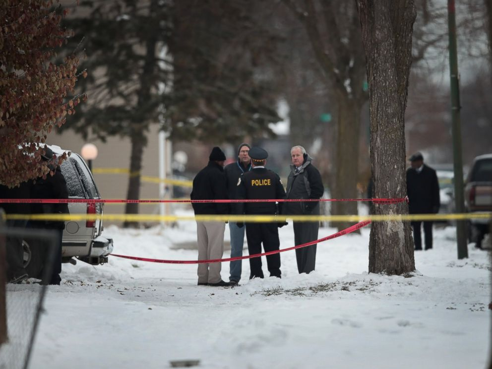 PHOTO: Police investigate the scene of a quadruple homicide on the citys Southside, Dec. 17, 2016 in Chicago.