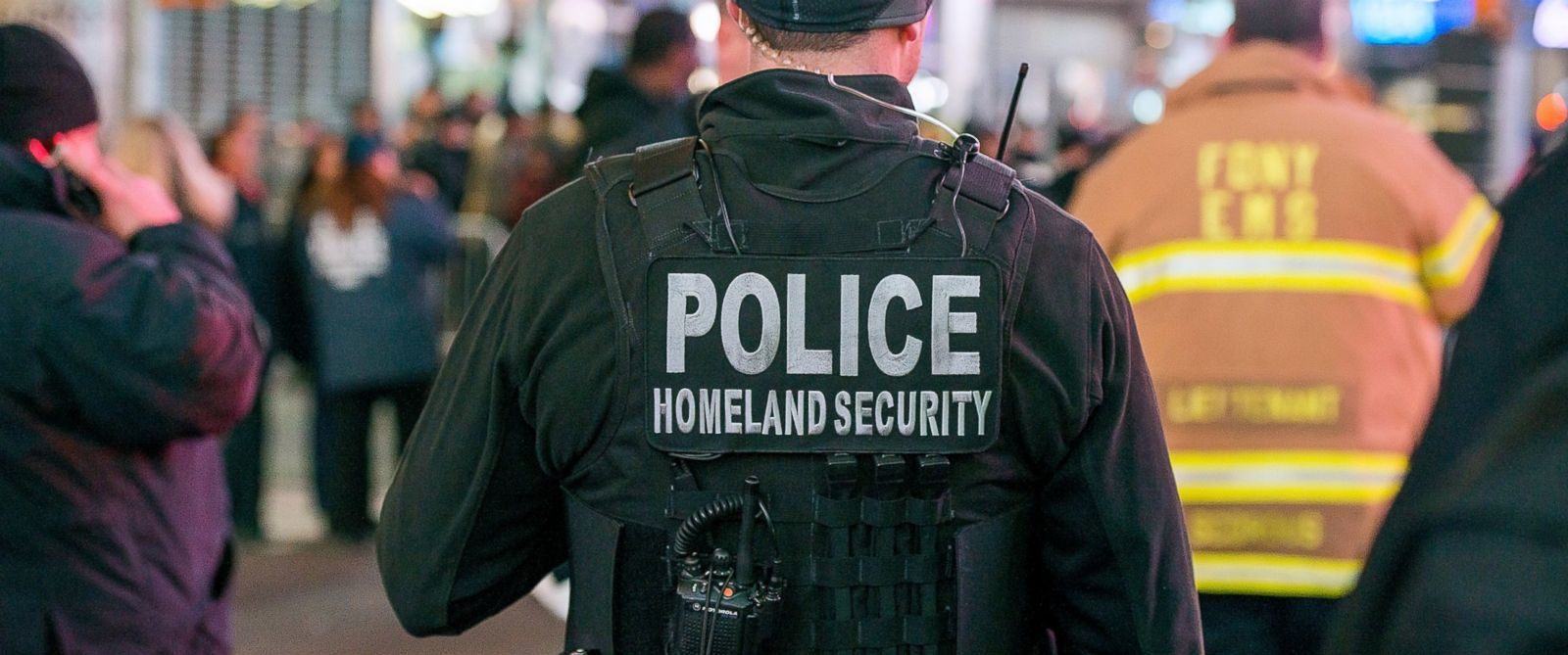 PHOTO: A Department of Homeland Security Officer patrols Times Square, Dec. 31, 2015, in New York City.