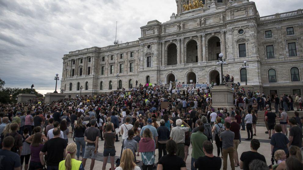 http://a.abcnews.com/images/US/GTY-minnesota-protests-1-jt-170617_16x9_992.jpg