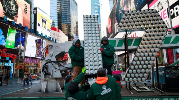 PHOTO: Workers unload the numerals '17' as they arrive in Times Square ahead of the New Year's Eve celebration in Times Square, Dec. 15, 2016, in New York City.