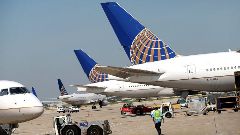 http://a.abcnews.com/images/US/GTY-united-airlines-jef-170327_16x9_992.jpg