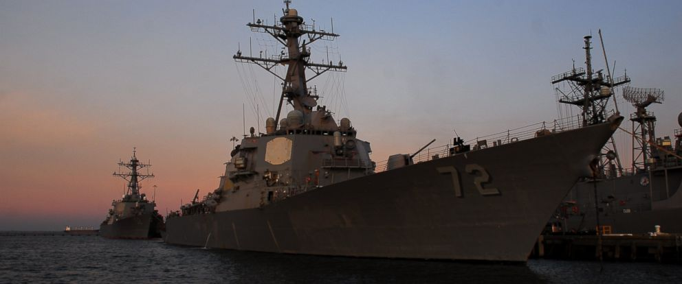 PHOTO: The USS Mahan prepares to depart Naval Station Norfolk, Dec. 28, 2012.