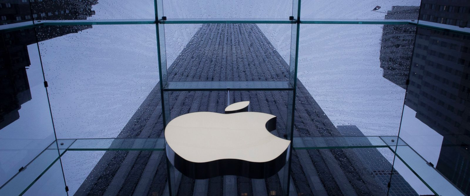 PHOTO: The Apple Inc. logo is seen at the entrance to its store in New York, NY.