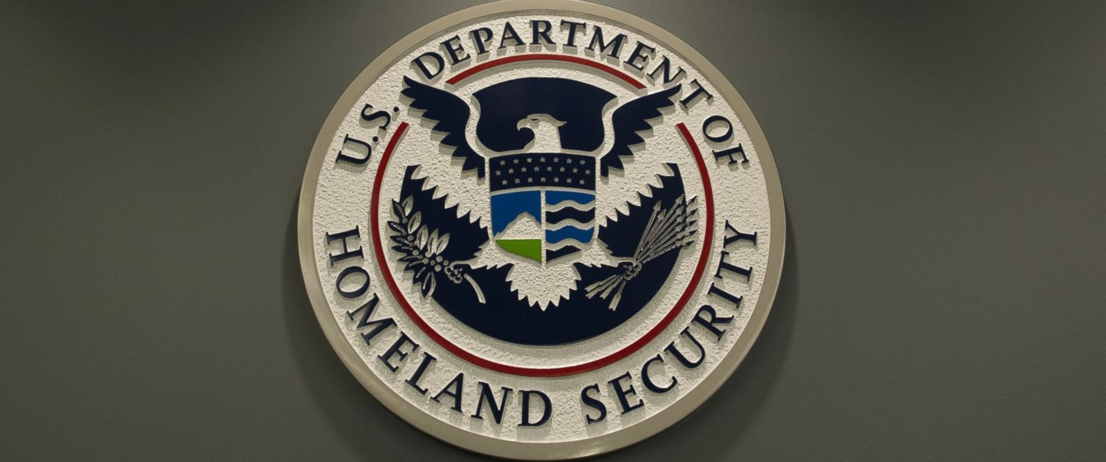 PHOTO: The logo of the Department of Homeland Security is seen at US Immigration and Customs Enforcement in Washington on Feb. 25, 2015.
