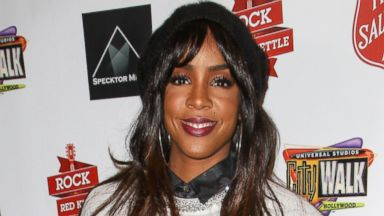 PHOTO: Singer Kelly Rowland arrives at The Salvation Armys 4th annual Rock The Red Kettle concert at 5 Towers Outdoor Concert Arena, Dec. 7, 2013 in Universal City, Calif.
