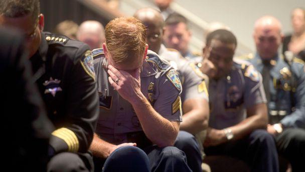 http://a.abcnews.com/images/US/GTY_Police_Mourn_Baton_Rouge2_MEM_160727_16x9_608.jpg