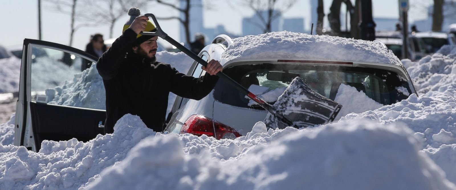 PHOTO:Residents attempt to dig their cars out the snow in New York, Jan. 24, 2016, after the winter storm Jonas hit New York.