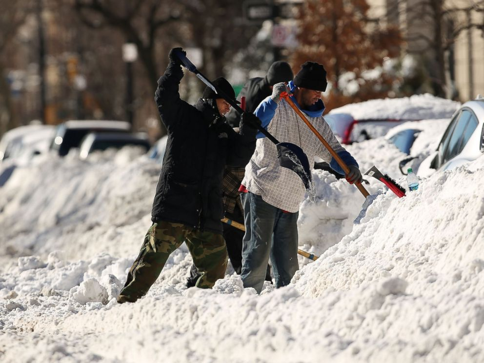 PHOTO:People dig out cars on a sunny day following a blizzard in the Brooklyn borough of New York, Jan. 24, 2016.