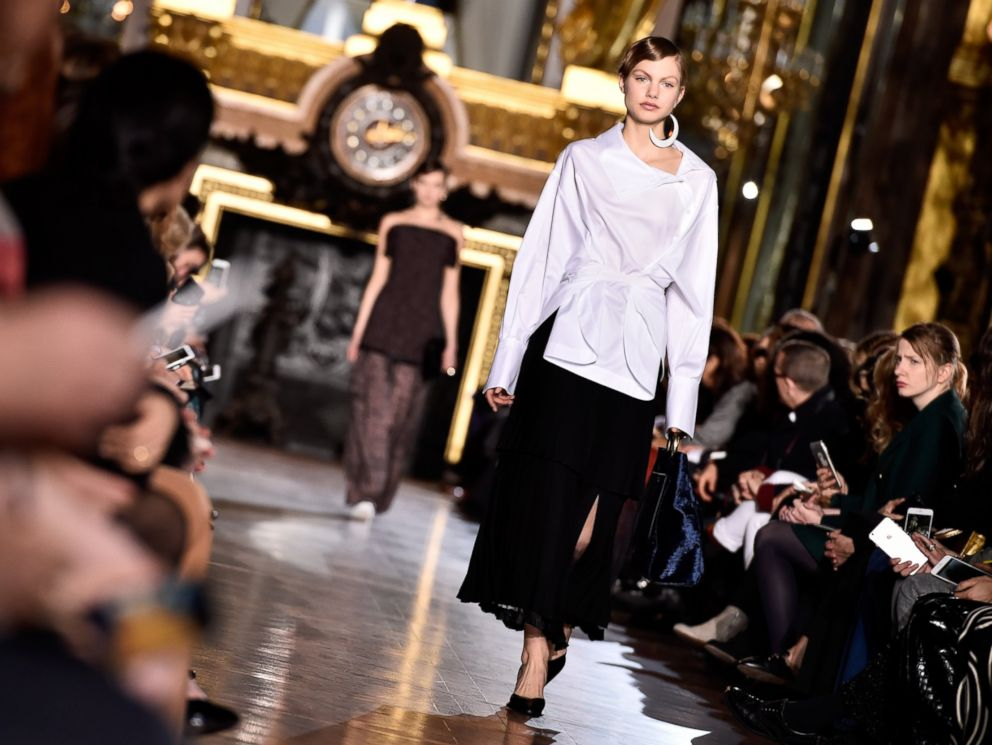 PHOTO: A model walks the runway during the Stella McCartney show as part of the Paris Fashion Week Womenswear Fall/Winter 2016/2017 on March 7, 2016 in Paris.