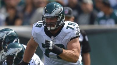 PHOTO: Todd Herremans #79 of the Philadelphia Eagles runs against the San Diego Chargers at Lincoln Financial Field, Sept. 15, 2013 in Philadelphia.