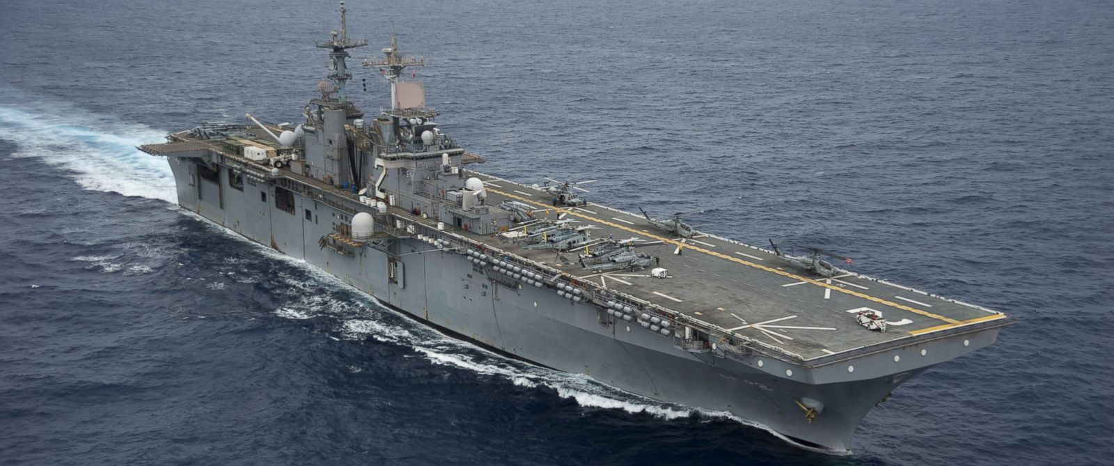 PHOTO: The amphibious assault ship USS Essex LHD 2 transits through the Pacific Ocean, 2012.