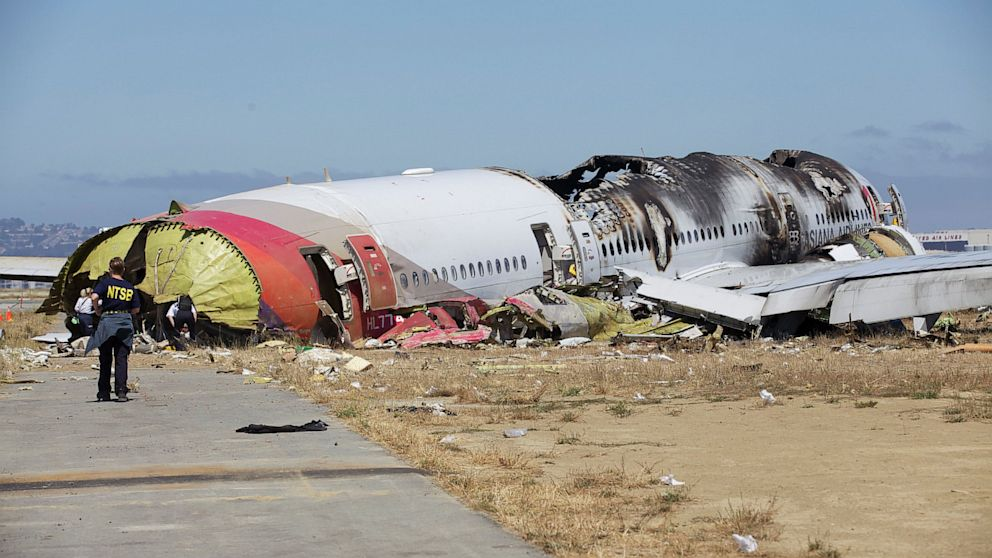 PHOTO: asiana airlines, crash, flight 214