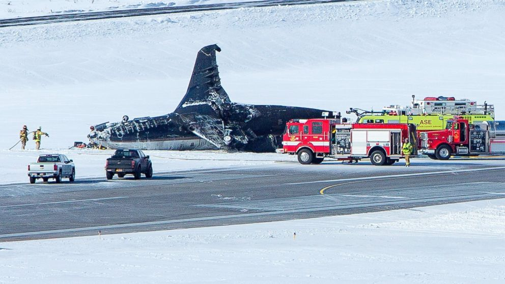 PHOTO: Emergency crews respond to a private plane that crashed while attempting to land at Aspen-Pitkin County Airport, Jan. 5, 2014