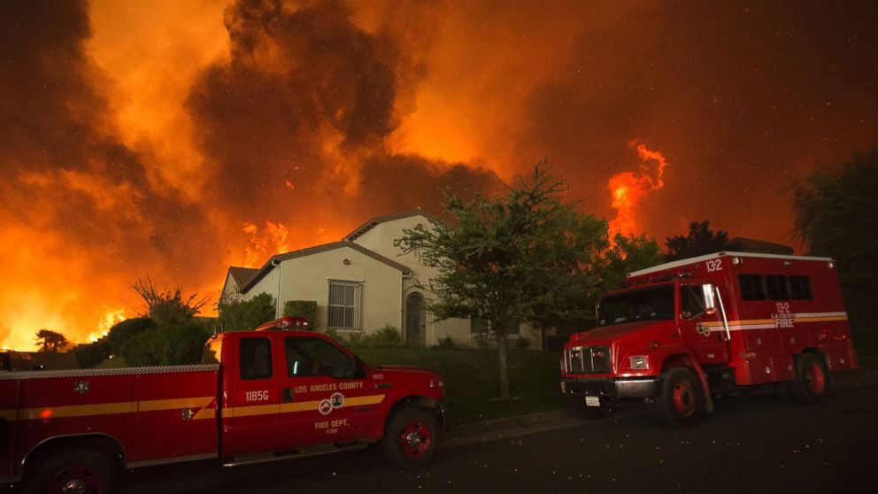 Los Angeles County Fire Stretches Across 22 000 Acres