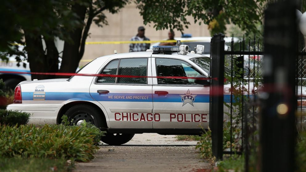 PHOTO: Police investigate a shooting death on Sept. 20, 2013 in Chicago.