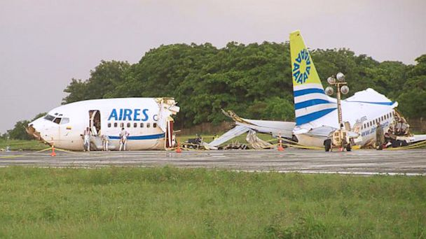 PHOTO: Aires airlines aircraft crashed while landing on San Andres island