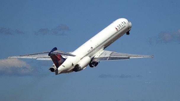 http://a.abcnews.com/images/US/GTY_delta_plane_jef_150731_16x9_608.jpg