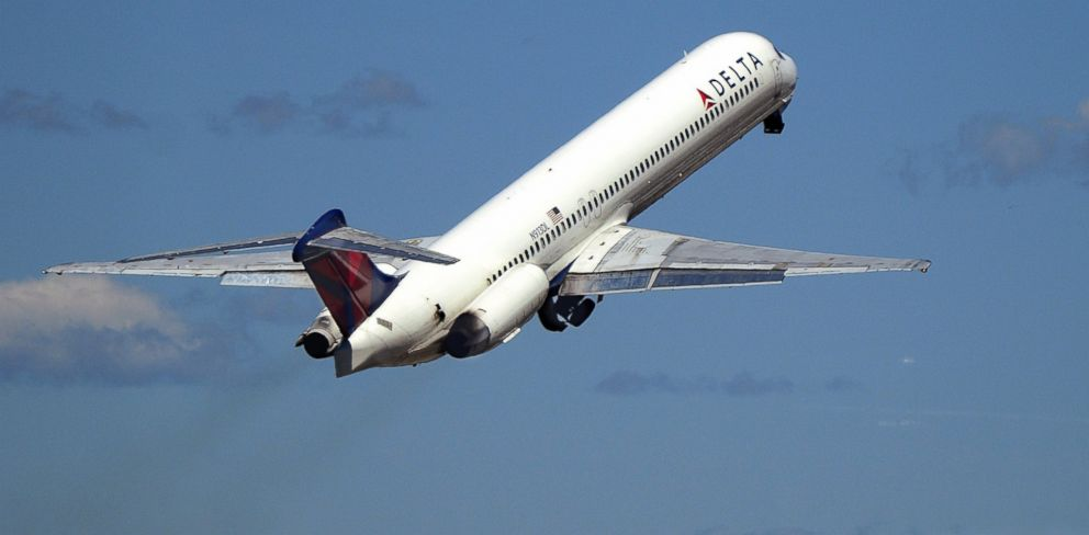 PHOTO: A Delta Airlines passenger aircraft (McDonnell Douglas MD-88) takes off from LaGuardia Airport in New York City, April 28, 2015.