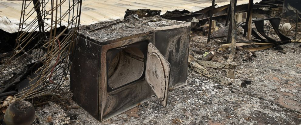 PHOTO: A burned out washer and dryer are seen amidst the rubble of a burned home during the Valley fire in Middletown, Calif., Sept. 13, 2015.