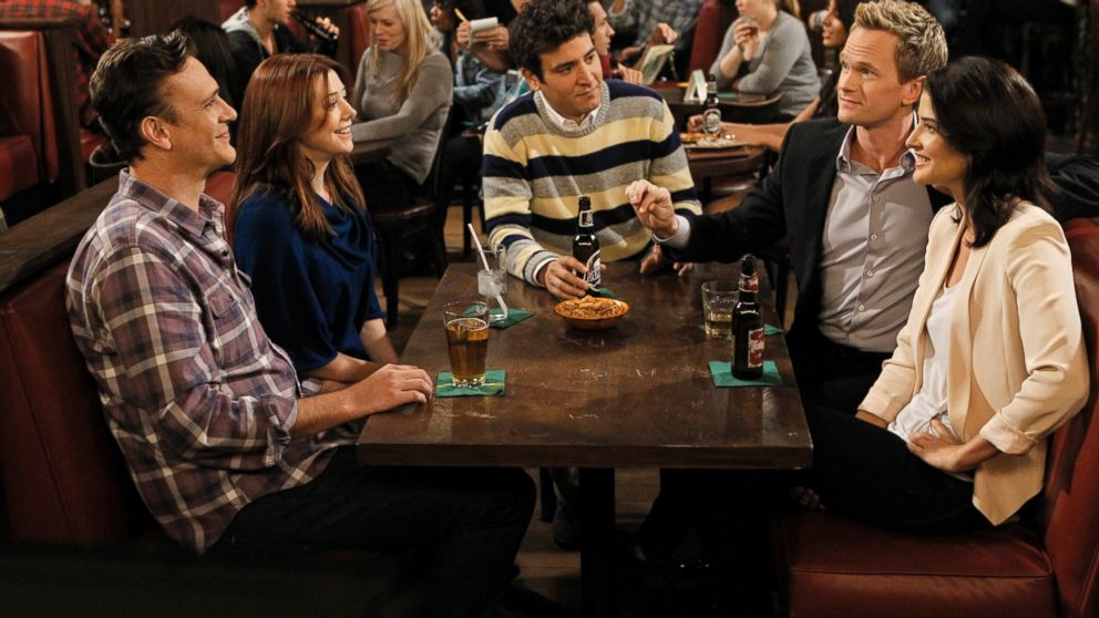 """PHOTO: Clockwise from left, Jason Segel, Alyson Hannigan, Josh Radnor, Neil Patrick Harris and Cobie Smulders in """"How I Met Your Mother."""""""