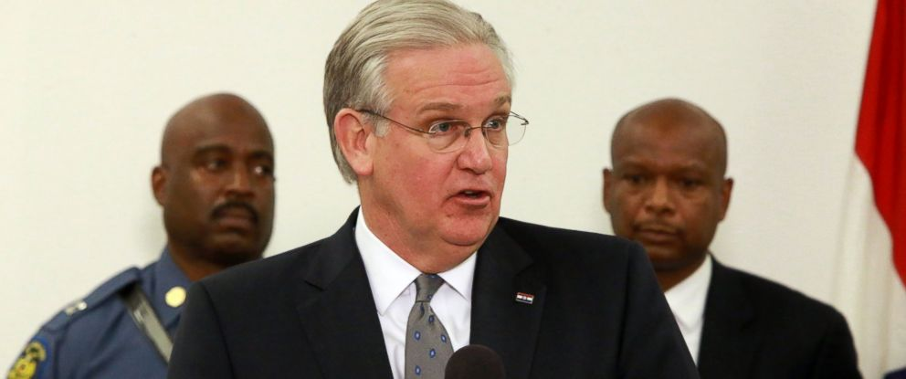 PHOTO: Missouri Gov. Jay Nixon, center, speaks at a news conference to announce law enforcement planning, Nov. 11, 2014.