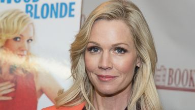 "PHOTO: Jennie Garth signs copies of her book ""Deep Thoughts From a Hollywood Blonde"" on March 5, 2014 in Ridgewood, N.J."