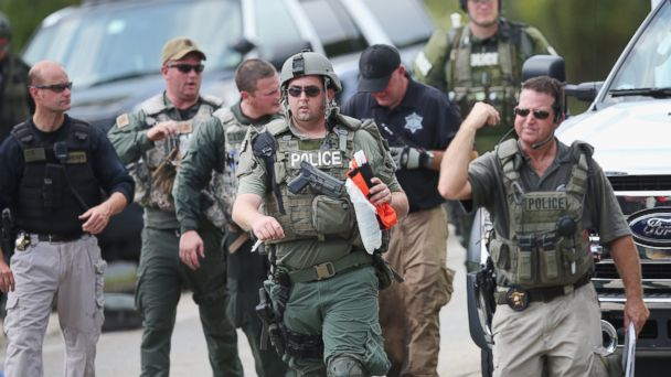 http://a.abcnews.com/images/US/GTY_manhunt_cop_05_mm_150902_16x9_608.jpg