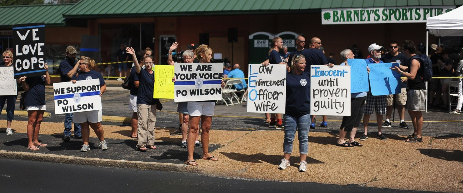 PHOTO: Protesters display signs during a rally in support of Officer Darren Wilson on Aug. 23, 2014, in St. Louis, Mo.