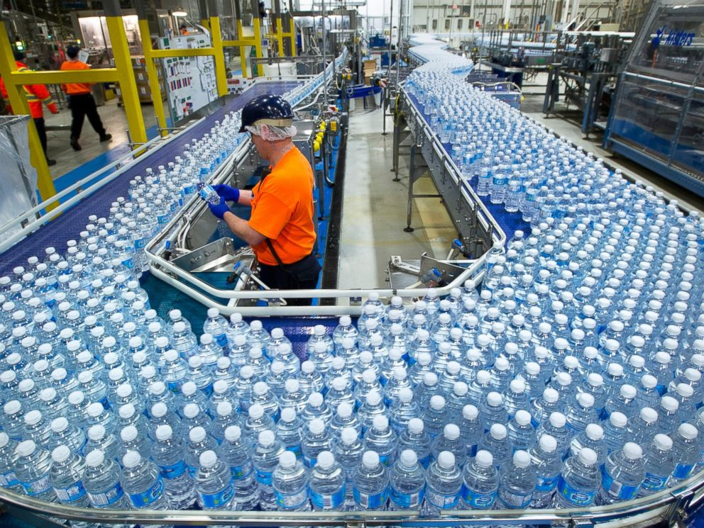 PHOTO: A worker inspects bottles of water at the Nestle Waters Canada plant near Guelph, Ontario, Canada on Jan. 16, 2015.