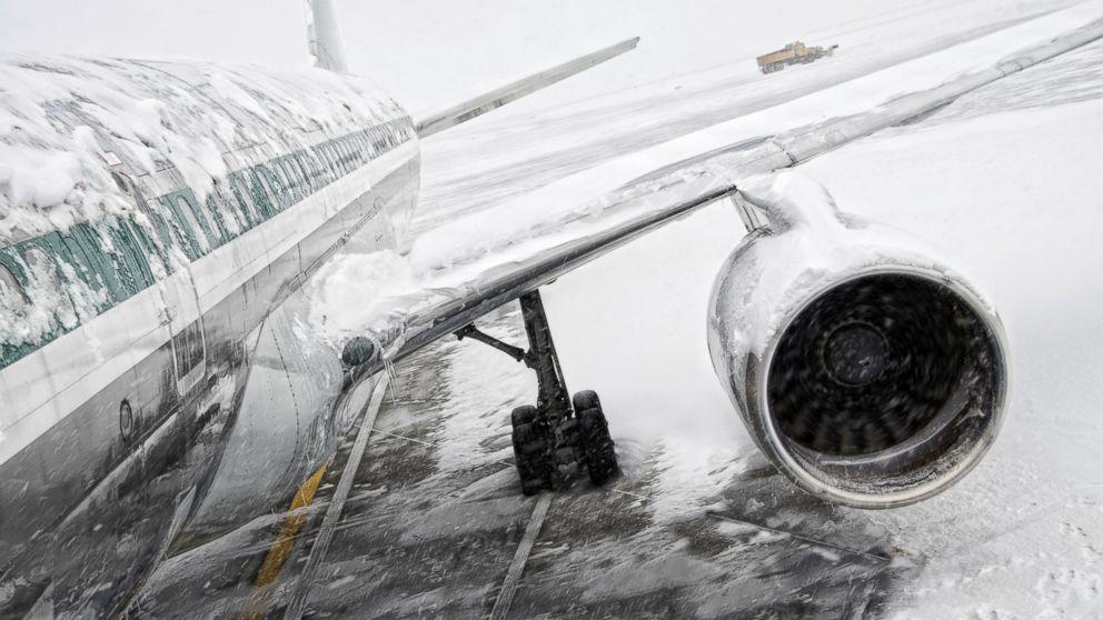 http://a.abcnews.com/images/US/GTY_plane_snow_jef_160122_16x9_992.jpg