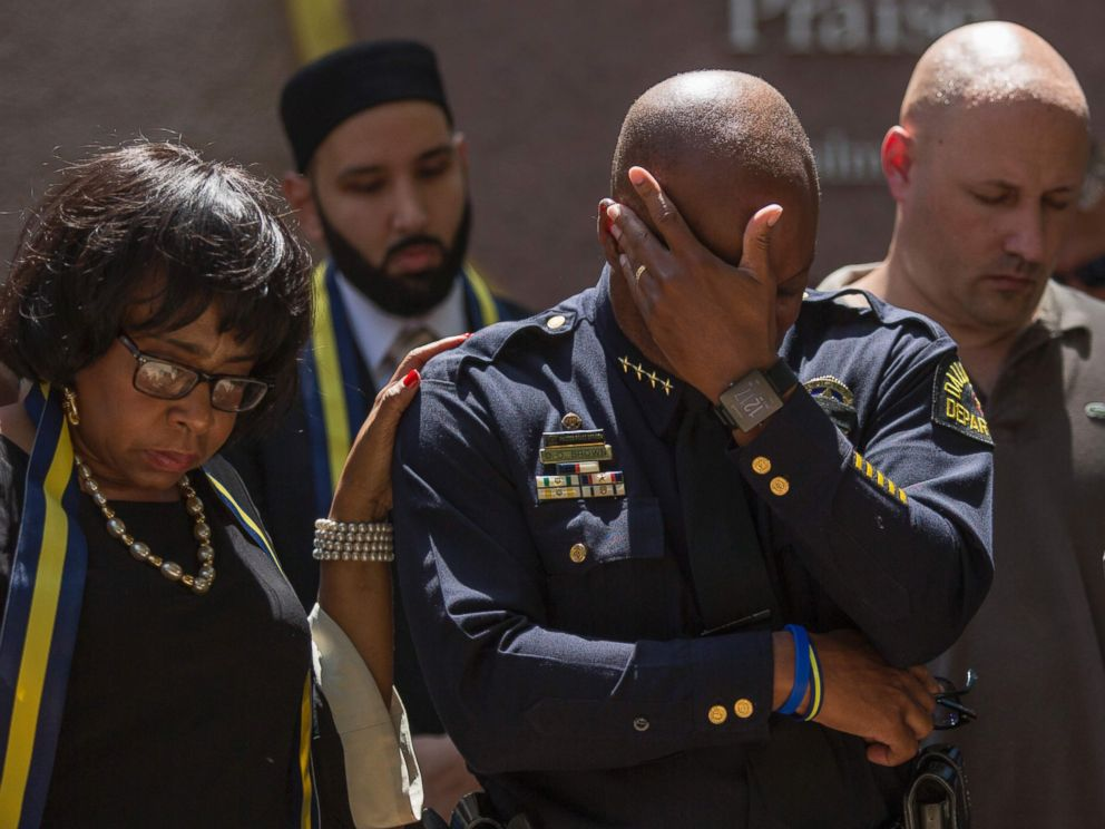PHOTO: Dallas Police Chief David Brown prays during a a vigil at Thanks-Giving square in Dallas, July 8, 2016, following the shootings during a peaceful protest on July 7.