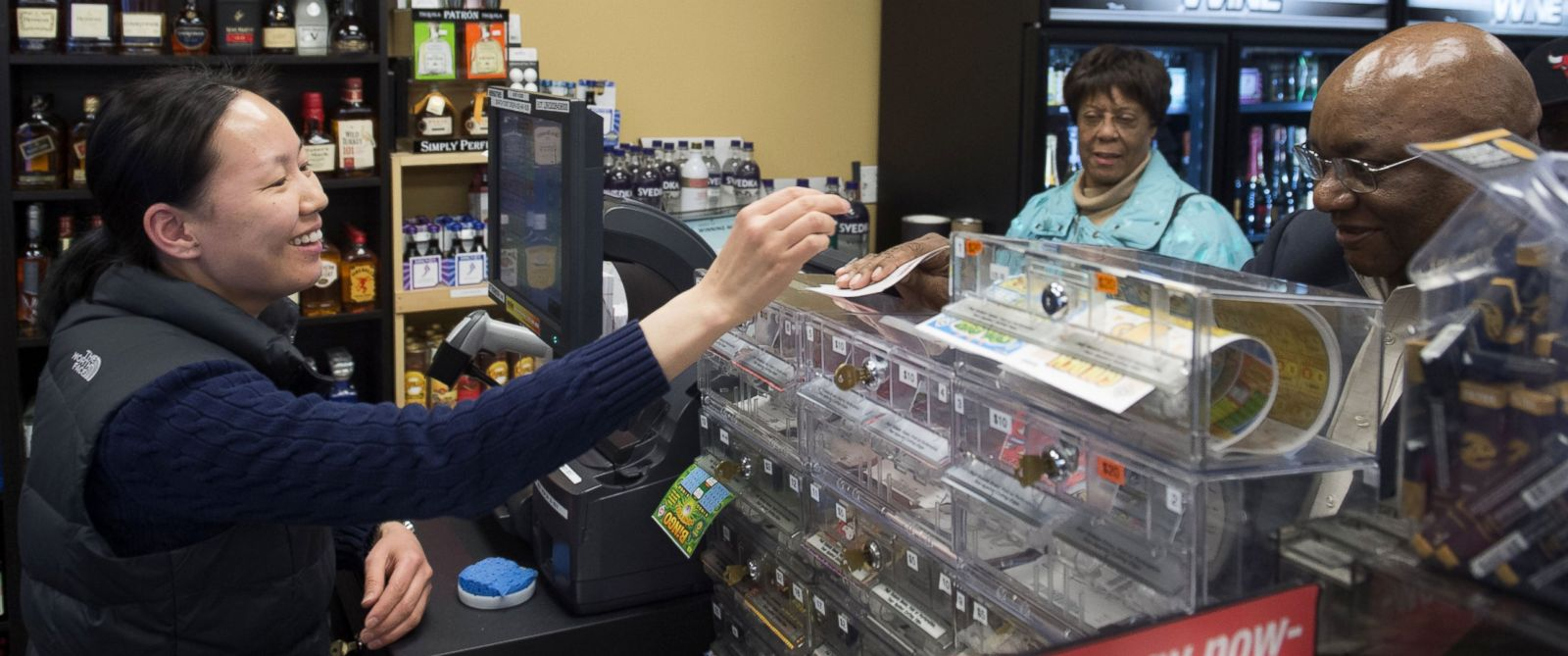 PHOTO: Ali Tsedev sells Powerball lottery tickets at a convenience store in Washington, Jan. 7, 2016.