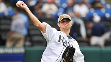 PHOTO: Scotty McCreery Throws First Pitch