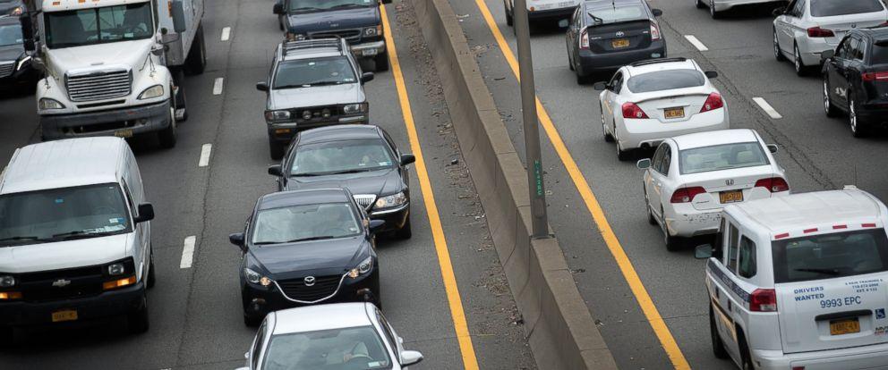 PHOTO: Traffic crawls on the Brooklyn-Queens Expressway, July 1, 2016, in Brooklyn, N.Y.