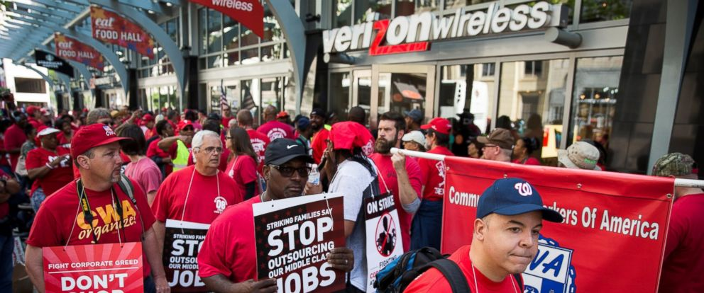 PHOTO: Striking Verizon Wireless workers and members of the Communications Workers of America union march outside of a Verizon Wireless store on F Street in Washington, May 19, 2016.