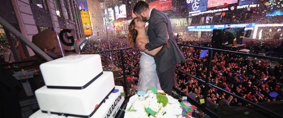 PHOTO:Monica and Alfredo Hernandez won a competition to become the first couple married in 2016 in Times Square in New York, Jan. 1, 2016.