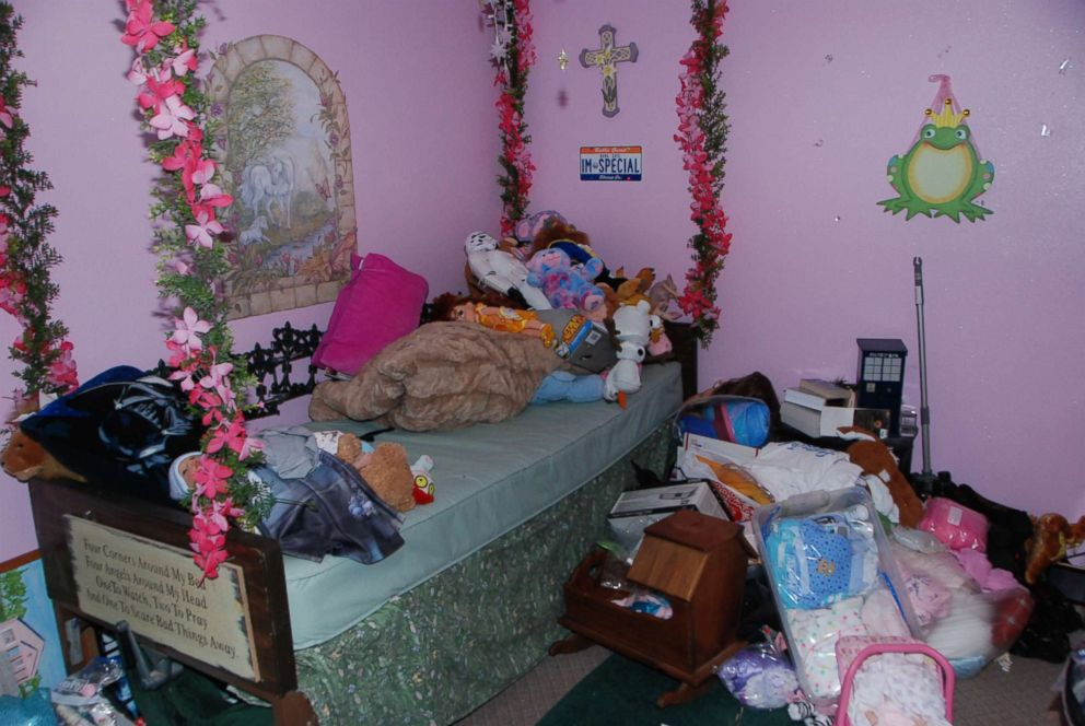 PHOTO: Gypsy Blanchards bedroom in the pink house in Missouri where she lived with her mother Dee Dee Blanchard.