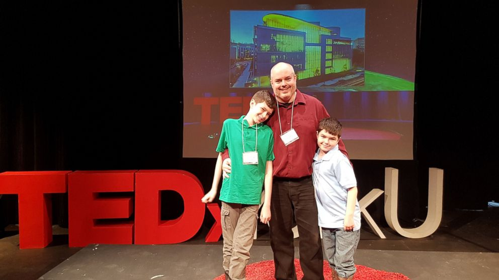 PHOTO:Stuart Duncan is a single father who quit his job to run a Minecraft server for children with autism.