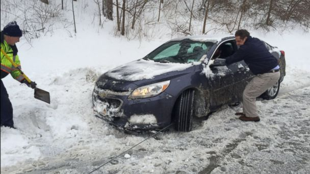 PHOTO: Gov. Andrew M. Cuomo stopped to help a stranded motorist on the Sprain Brook Parkway near Hawthorne, NY after having briefings with senior administration officials in New York City in regard to today's winter storm.