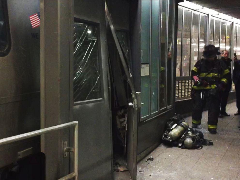 PHOTO: A Long Island Railroad train derailed in Brooklyn, New York, Jan. 4, 2017.