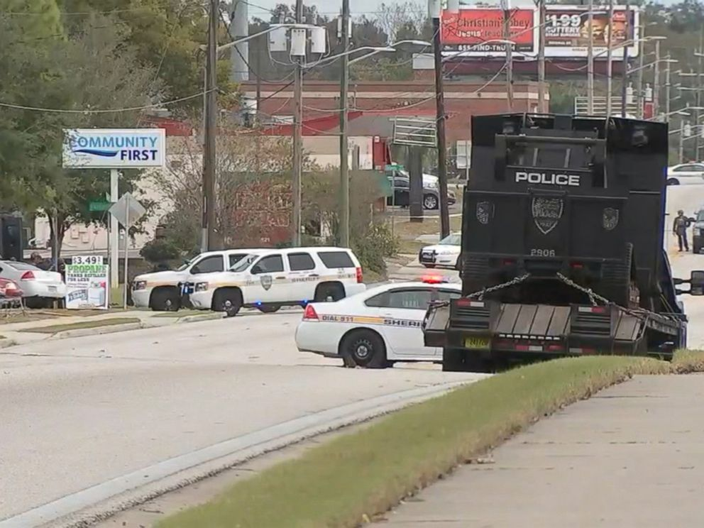 PHOTO: Police are reporting a hostage situation at the Community First Credit Union in Jacksonville, Florida, Dec. 1, 2016.