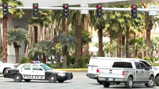 PHOTO: Las Vegas police are at the scene of an incident outside of the Cosmopolitan of Las Vegas, March 25, 2017.