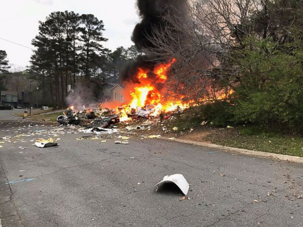 Small plane crashes into Georgia home, pilot killed