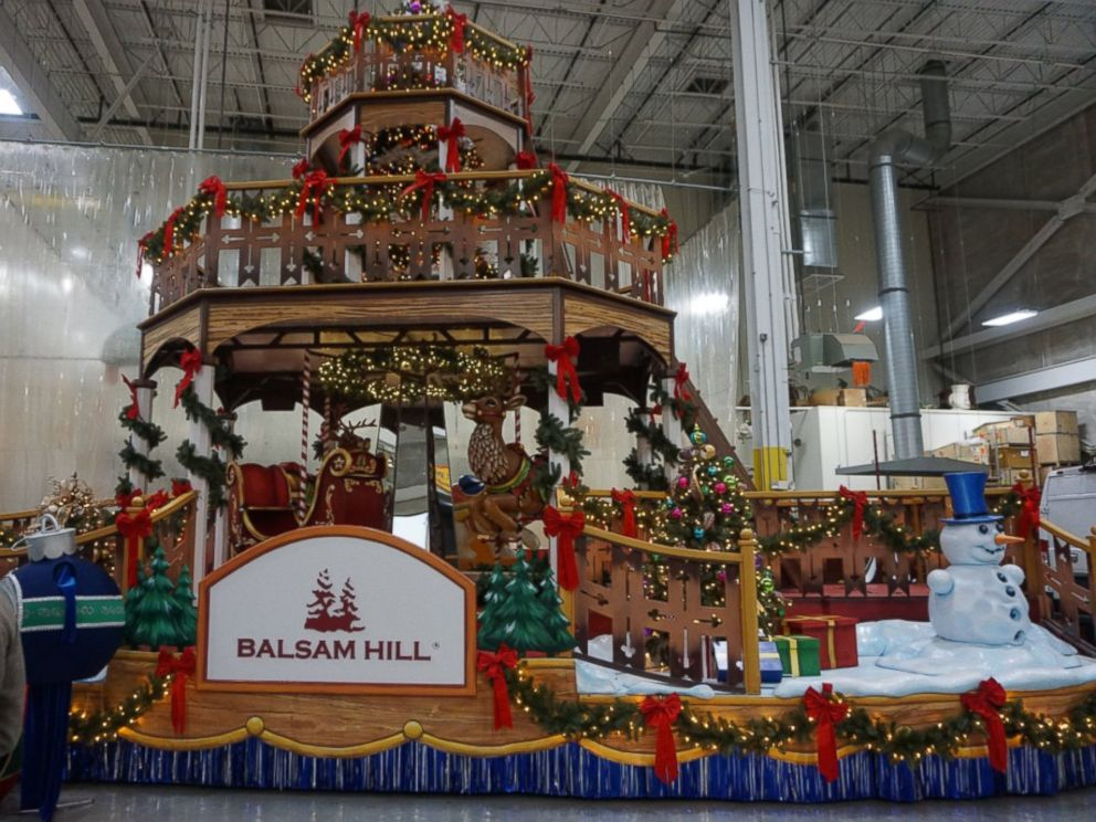 PHOTO: Deck The Halls Balsam Hill float is one of four new floats appearing in the Macys Thanksgiving Day Parade 2016.