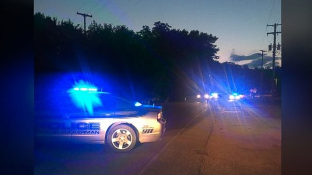 PHOTO: Police respond to a crime scene in Arkansas where a 15-year veteran officer was shot and killed in the line of duty.