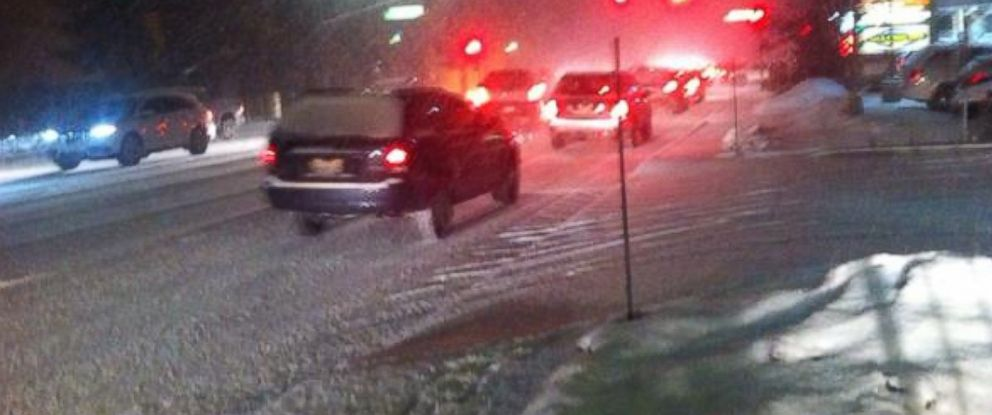 PHOTO: Drivers in southern California were stranded due to a snowstorm, Dec. 31, 2014.