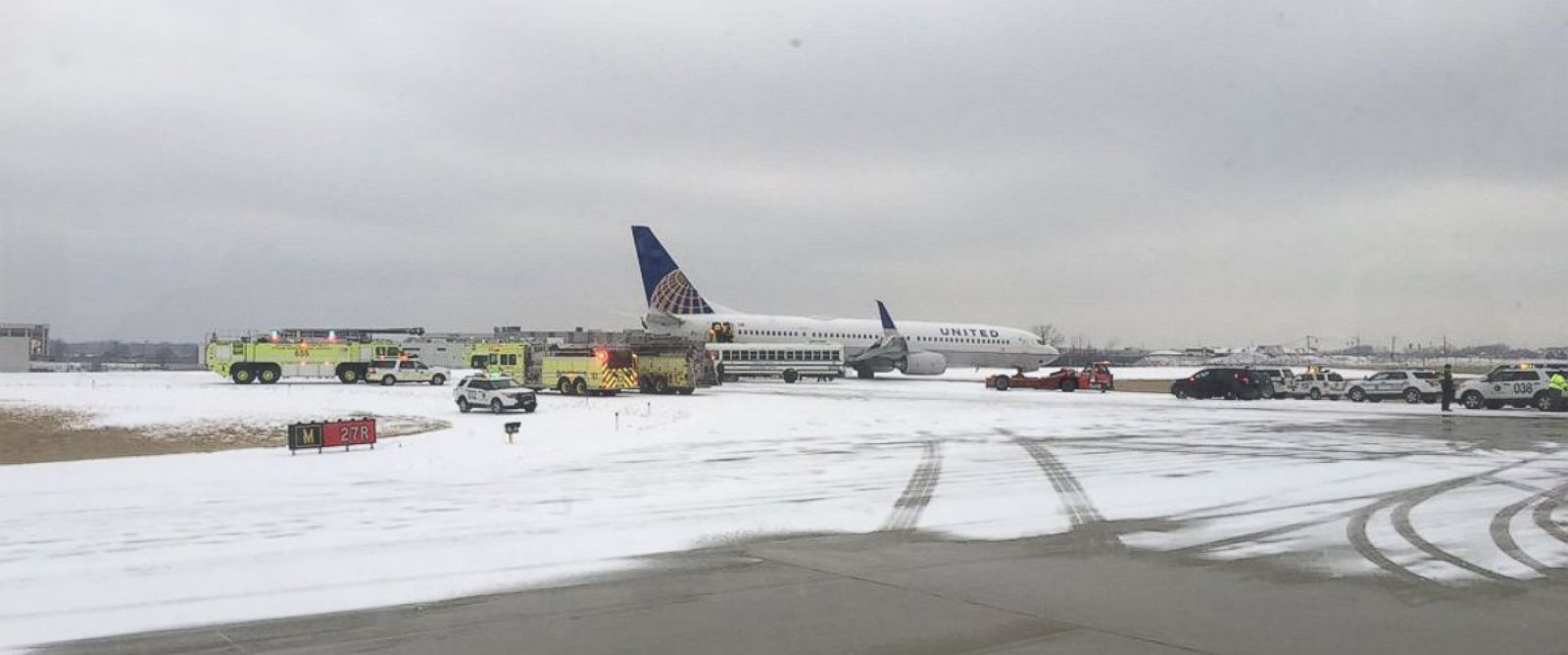 PHOTO: A United Airlines plane slid off the runway at Chicago OHare International Airport on Jan. 16, 2016.
