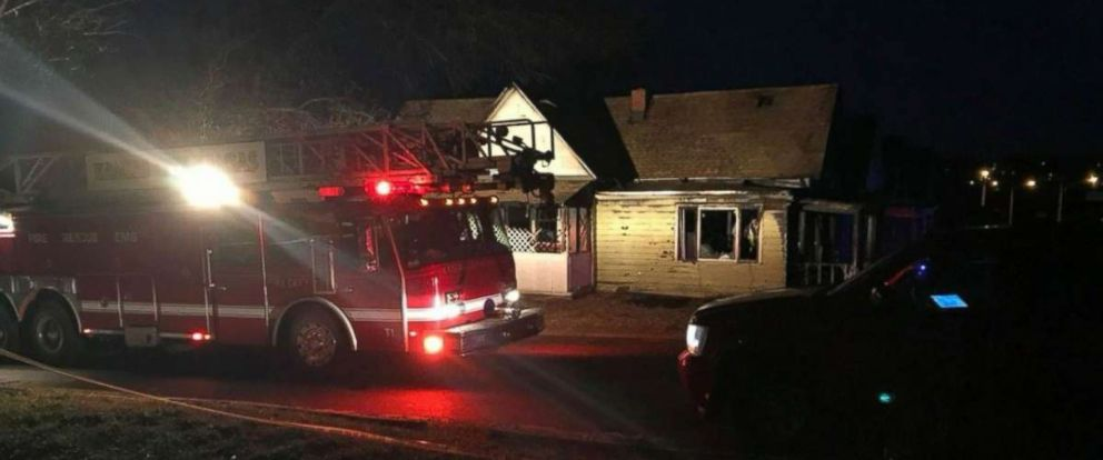 PHOTO: Authorities investigate a house fire in Kansas City, Kansas, where three people were found dead.